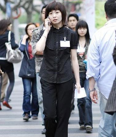 组图:深圳街头美女穿着最大胆! (3)
