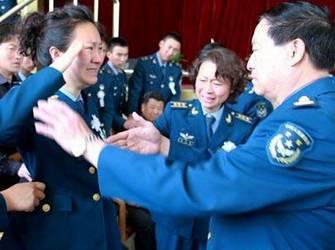 烈士妻子田文君在追悼会上
