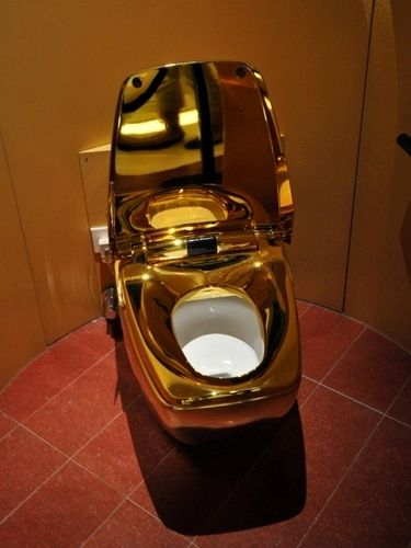 toilet made of gold.  World Most Expensive Toilet Made Of GOLD pics Gistmania
