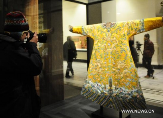 26c06446d Dragon robes from Qing Dynasty exhibited in London - People's Daily Online