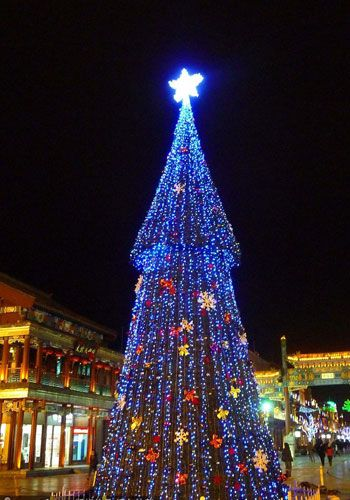 christmas cheers all around china - Do They Celebrate Christmas In China