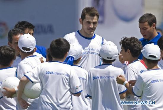 f0921b8beca57 Real Madrid goalie Casillas visits Mexico City - People s Daily Online