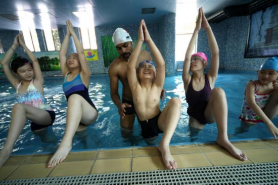 Practising Yoga In Swimming Pool People 39 S Daily Online