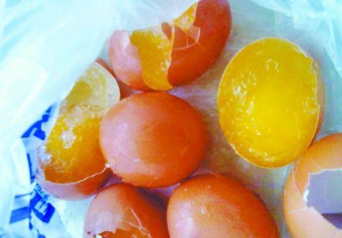图为田女士购买的假鸡蛋