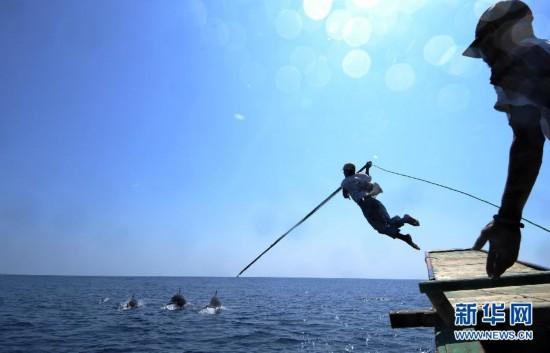 (国际)(1)印尼传统捕鲸村渐无鲸可捕