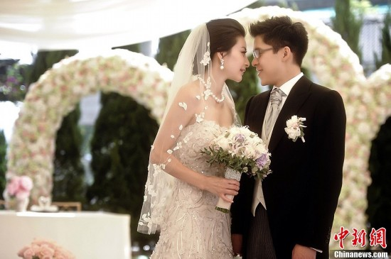 高清组图:霍启刚和郭晶晶在香港举行婚礼注册