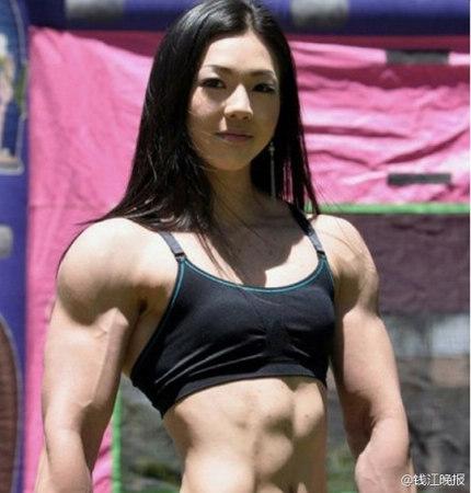 好处,除了可让脸部肌肉多运动,避免松弛、下垂,也能刺激控制食欲