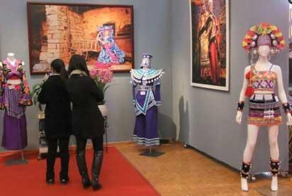 创意 民族服饰/创意民族服饰展现场