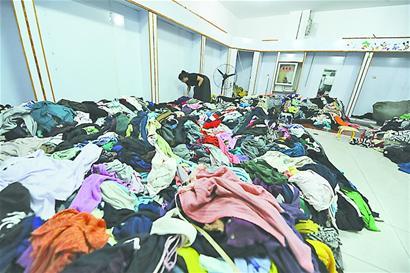 英國幾百噸洋垃圾欲運入中國遭拒 灰溜溜回老家