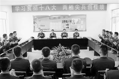 景海鵬等與官兵交流學習十八大精神的體會