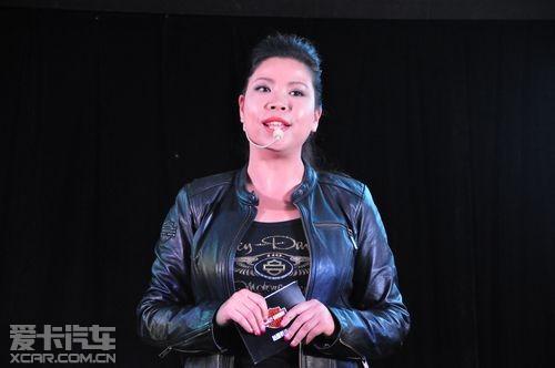 戴维森/哈雷戴维森中国市场总监王焱女士讲解了新款哈雷摩托车的特性