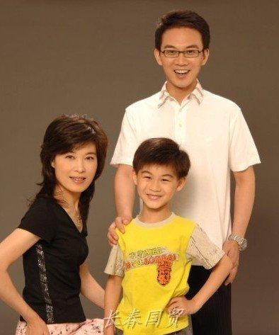 央视主播郎永淳妻儿曝光 儿子是钢琴天才(图)