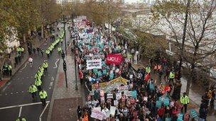 这是自2010年以来英国规模最大的学生抗议高学费的示威活动。