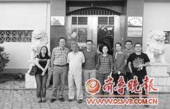 本来生活网一行赴云南拜访褚时健。(左四为胡海卿)本报记者 吉祥