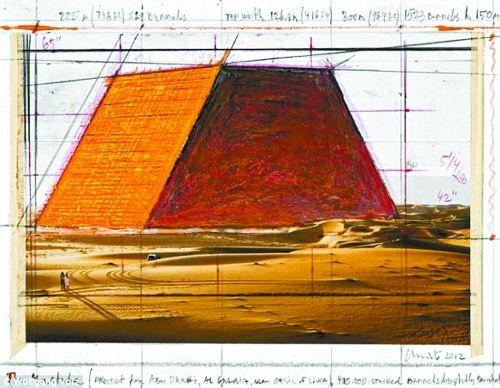 """""""马斯塔巴""""在阿拉伯语中是""""长凳""""的意思,是金字塔的前身。克里斯托打造的""""马斯塔巴""""建筑四壁倾斜、两边垂直、顶部平坦,就像是一个被削去尖顶的金字塔。作品完成后,""""马斯塔巴""""约高150米、宽225米、长300米,比埃及的吉萨金字塔更大,将成为世界上最大的固定雕塑。"""