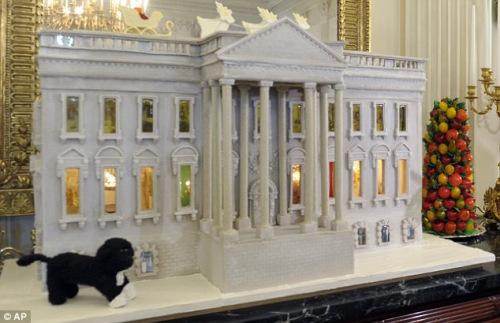 重达136公斤的迷你白宫模型就是用姜饼制作而成,看上去很美味,真想咬一口