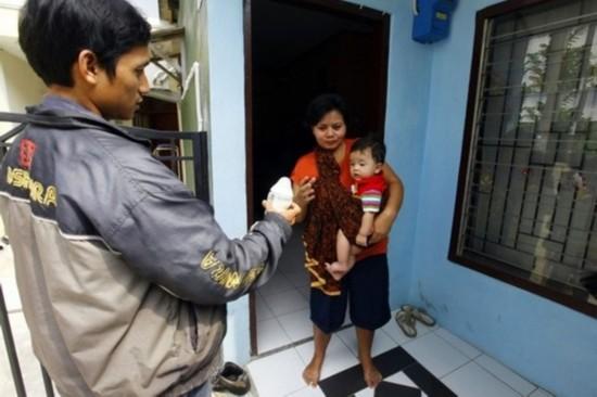 伦尼的家距离办公室大约15公里的距离,由于上班后不方便回家给儿子哺乳,于是找到了这家专门负责母乳快递业务的公司。这家母乳快递公司成立于2010年,为像伦尼这样的上班妈妈解决后顾之忧。