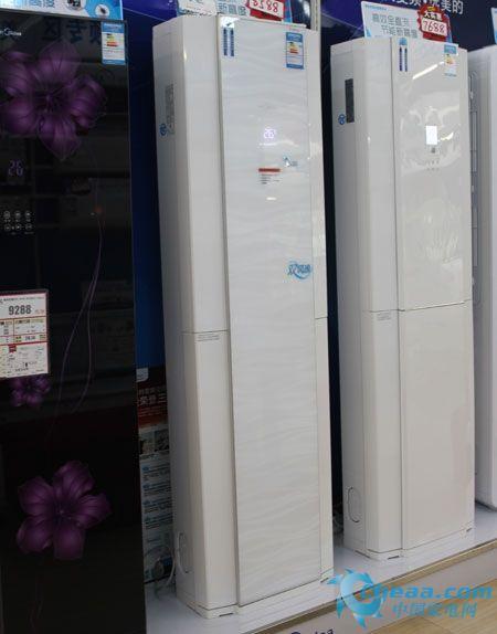 航母/编辑点评:为配合客厅使用,美的KE双贯流变频柜式空调拥有51型...