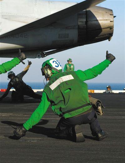 这个姿势表示飞机发动机工作正常