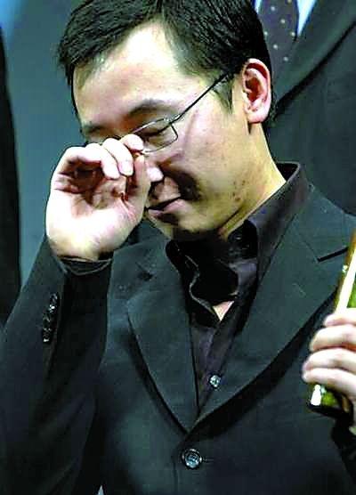 在《可可西裡》東京影節領獎時。