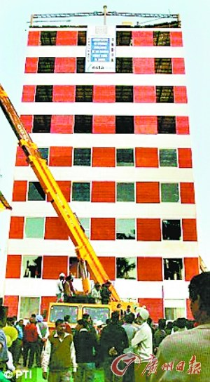 印度工人48小时盖10层楼刷新印度最快盖楼纪录