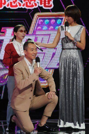 邱启明否认下跪做秀 用新闻形式做娱乐节目