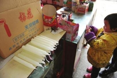 """四川双流传言12月21日""""连黑三天"""" 市民抢购蜡烛"""