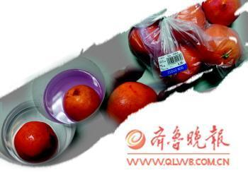 """乐购超市被曝卖""""染色""""橙子 染红手指"""