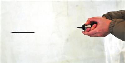 陶冉/射钉枪被改造成可以射出空包弹。记者陶冉摄...