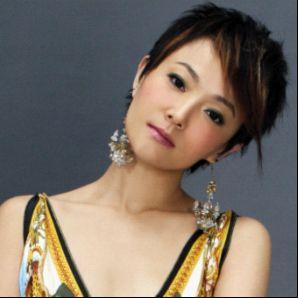 ...000年推出单曲《扑啦啦飞》在各大排行榜上取得不俗的成绩.