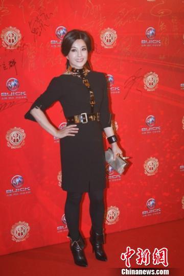 """刘晓庆被问""""装嫩""""发飙:演员的工作就是""""装"""""""