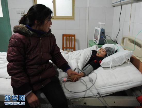 """(图文互动)(1)留守儿童之殇――河南光山""""冷对""""22名小学生被砍伤事件追踪"""