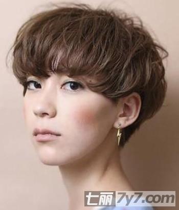 最新女生短发短发发型时尚女生彰显帅气个性-中国日报网a女生瘦脸容易图片