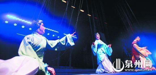福建木偶戏包括泉州提线木偶戏,晋江布袋木偶戏和漳州布袋木偶戏,其中