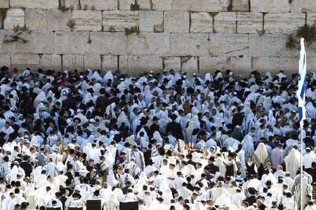 """耶路撒冷""""哭墙""""现507张支票 总金额5亿美元"""