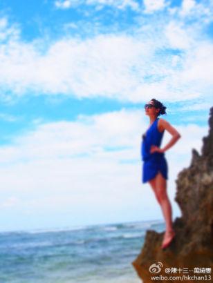 42岁香港女星万绮雯海边度假晒湿身泳装照--海