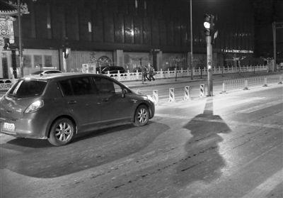 昨日,华威南路,黄灯突然亮起,一辆车紧急刹车停下。