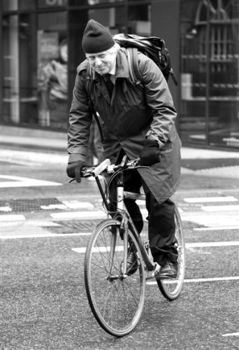 英国交通部长每天专车接送浪费公款引公众不满(2)