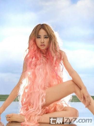 2013年最流行长发发型提前报 女生中长发烫发造型多高清图片