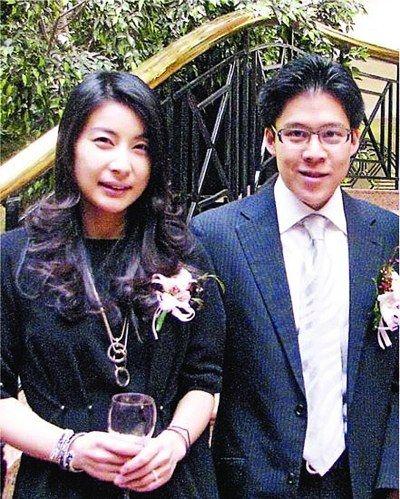 郭晶晶与霍启刚婚后首度亮相。