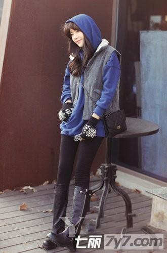 时尚女生冬装搭配图片 低调灰色外套搭出不败造型 -过膝长靴 呢子大衣