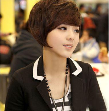 小编点评:女生短发进行纹理烫发型设计,厚厚的发丝看起来很有质感图片