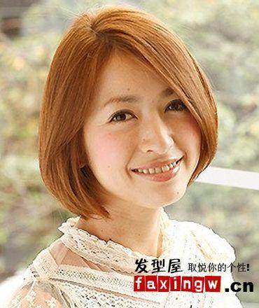 四六分刘海的中短发发型,柔顺的发流彰显女生的文静恬美感,亮眼的