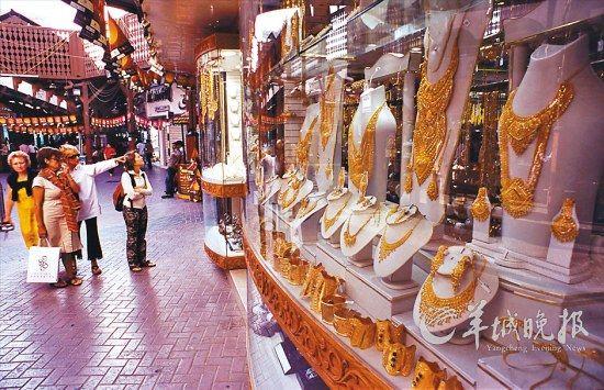 疯狂血拼时 迪拜购物节奢侈品牌低至一折(图)