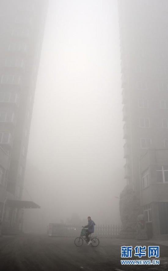 #(晚报)(3)我国多地大雾持续 中央气象台继续发布大雾蓝色预警