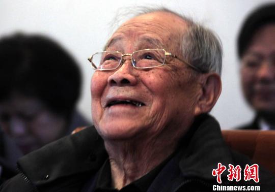郑哲敏、王小谟获2012年度国家最高科学技术奖
