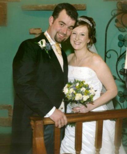 穆尔与妻子的合影照。