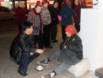 厅 永定民政在街头巷尾救助流浪乞讨者图片