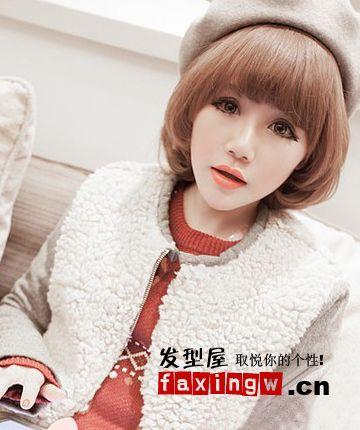 长脸短发发型,内扣发尾以及齐刘海造型,修饰出女生小小的脸型,低调的