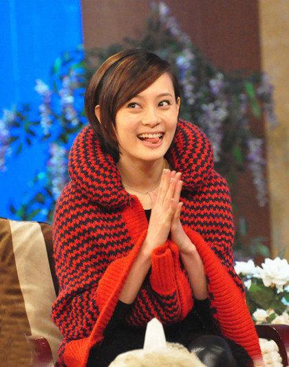 红色格子编织外套
